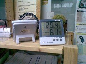 kki0002-wall-display-thermo-hygrometer-with-max-min-reading-and-external-sensor-jb913
